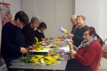 Le-donne-UDI-preparano-la-mimosa-per-8-marzo-2019